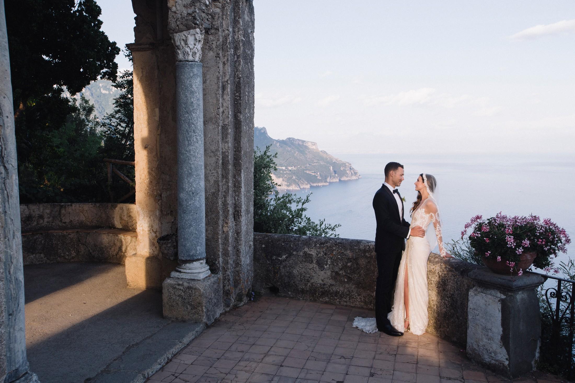 bride and groom at villa cimbrone, ravello