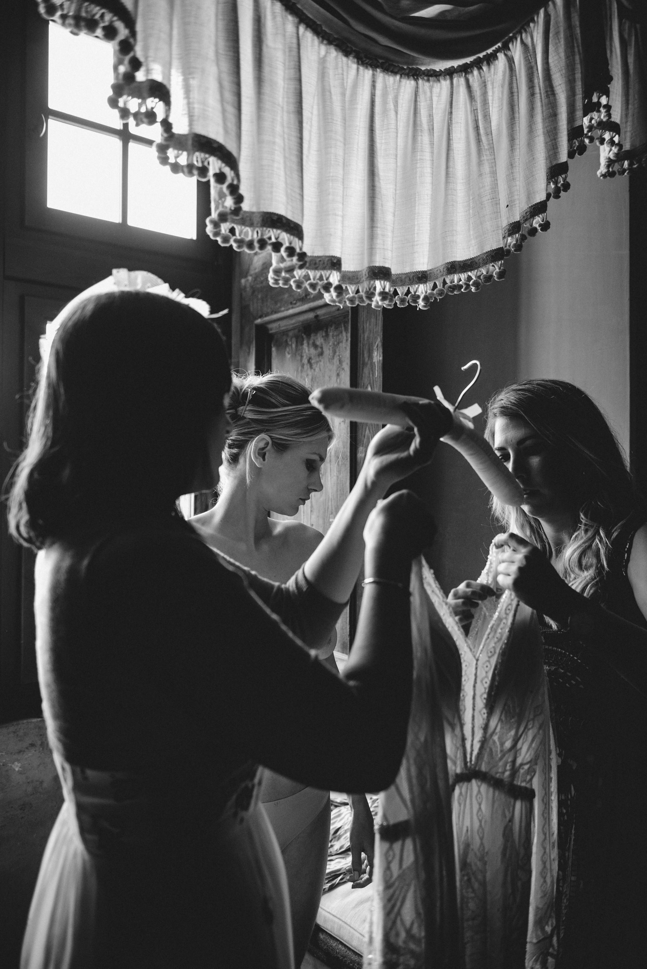 bride getting dressed wedding in bracciano
