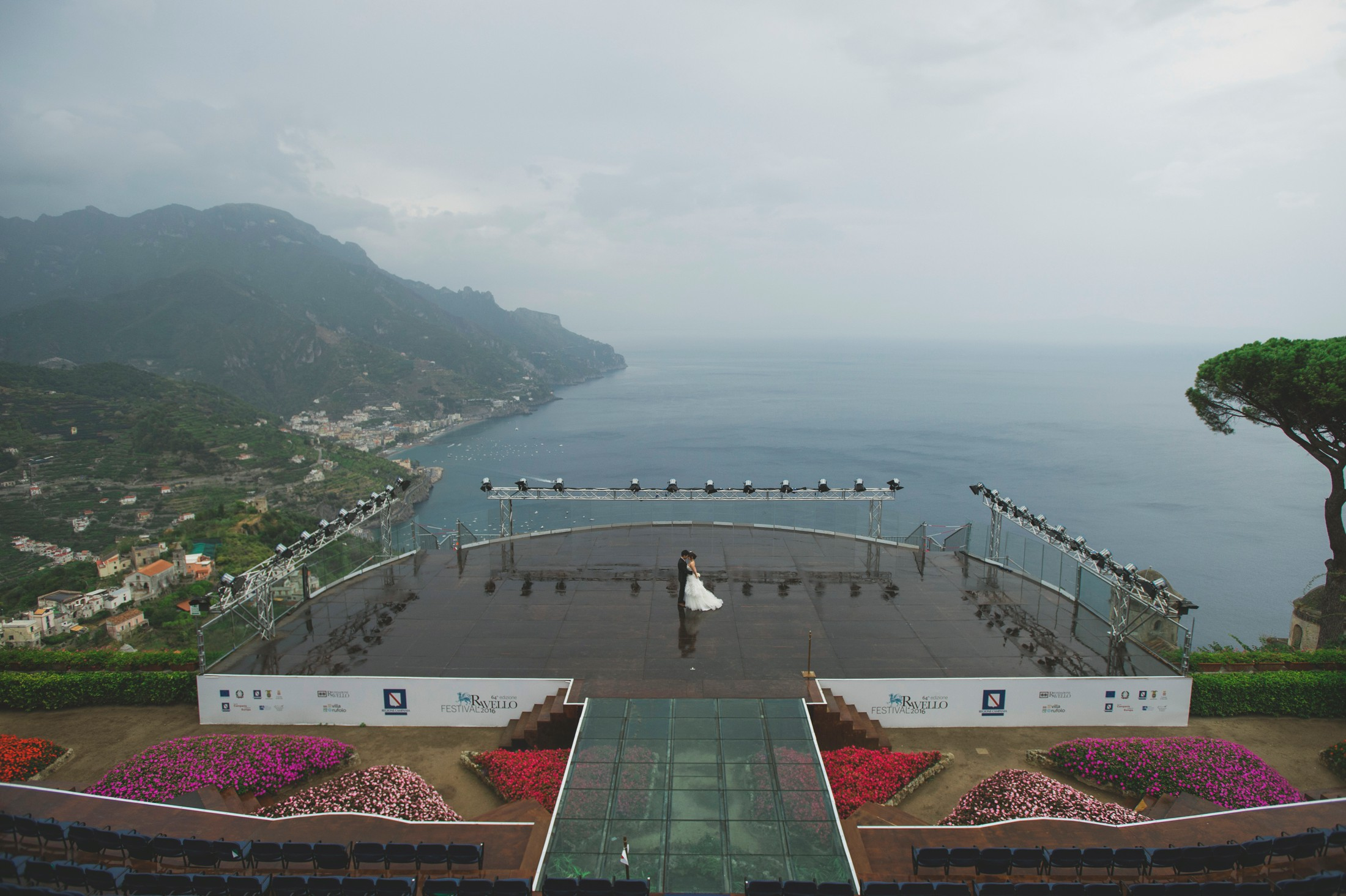 bride and groom at the auditorium of ravello after the rain