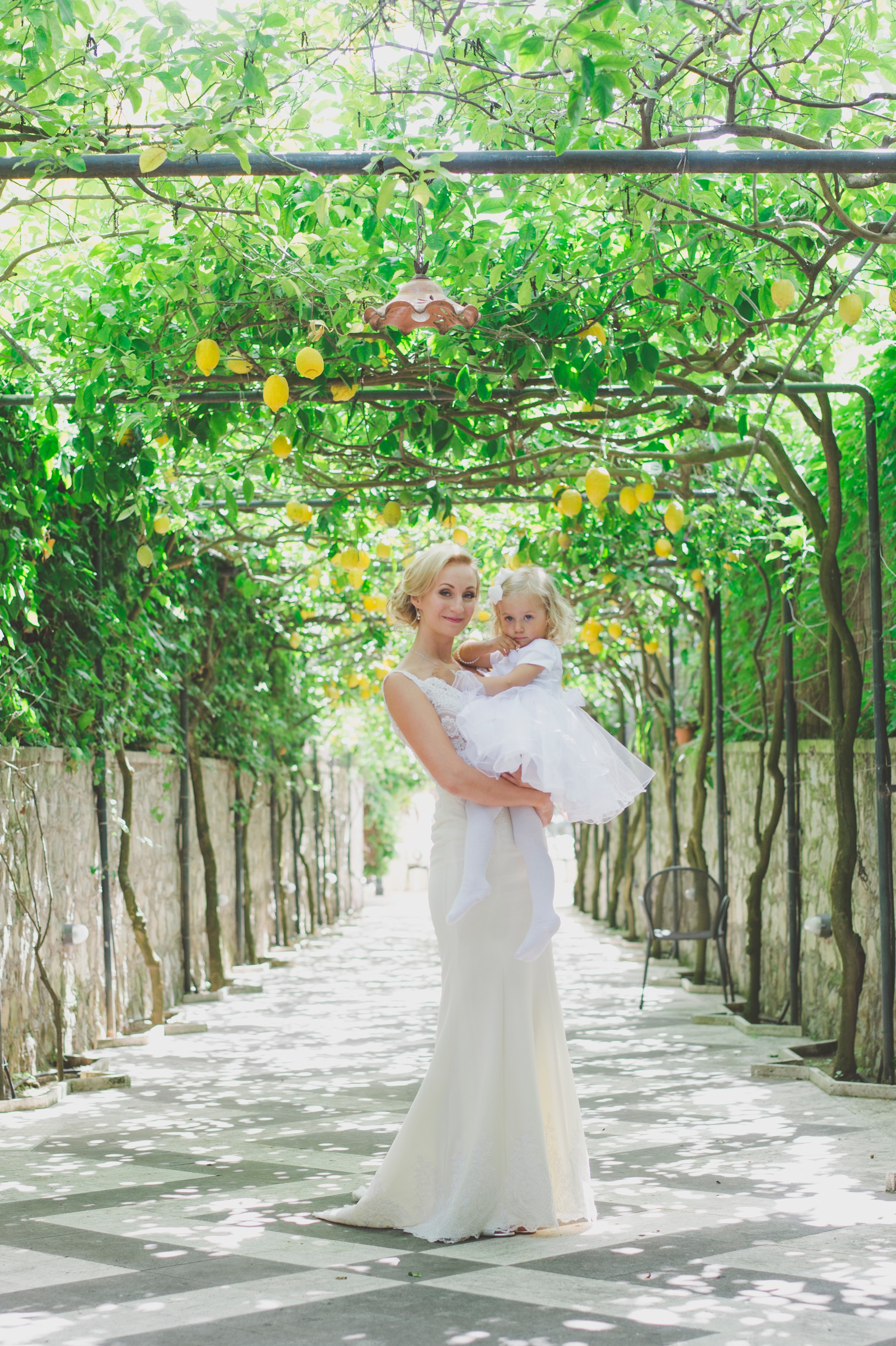 bride's portrait with her daughter