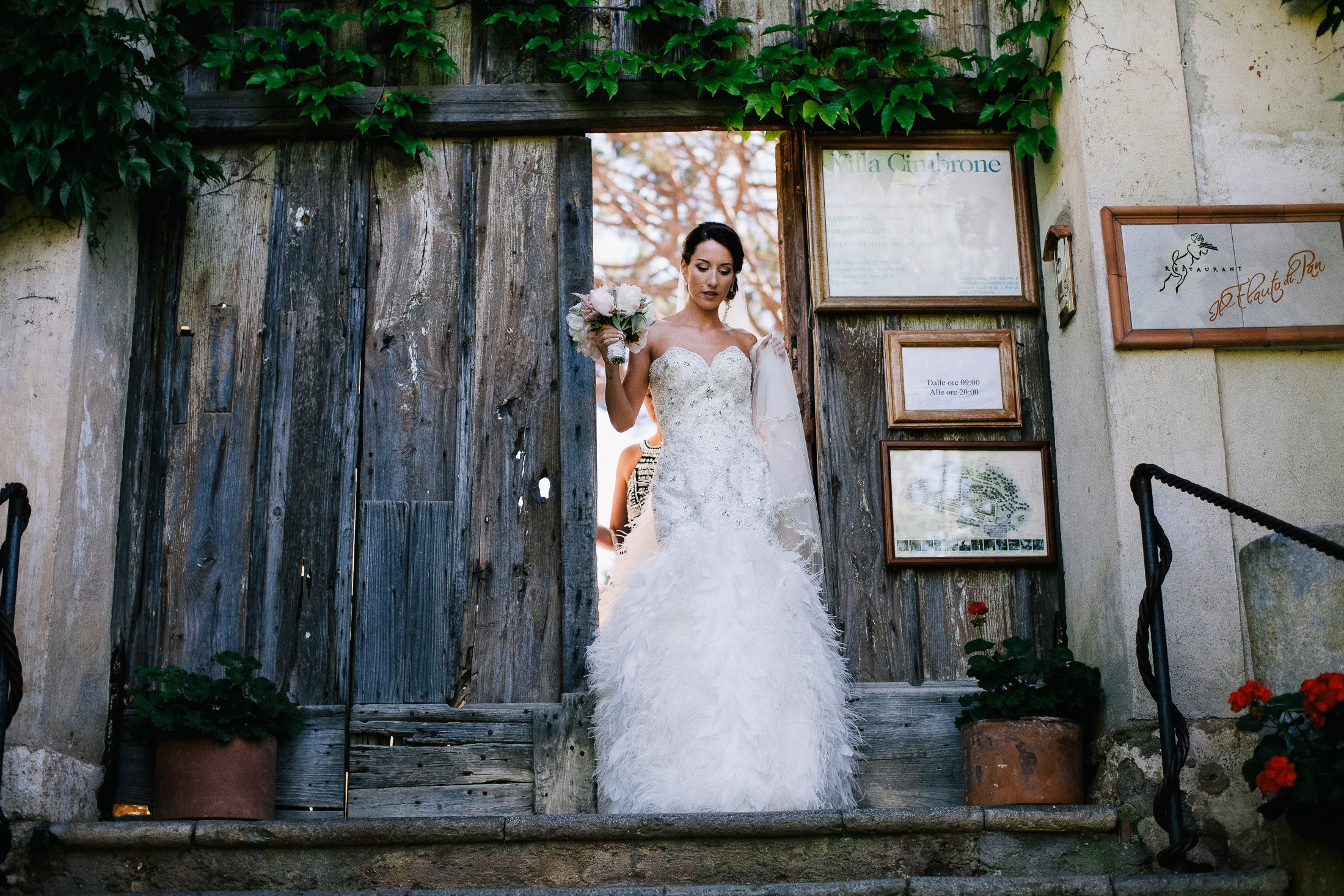 the bride enter villa cimbrone