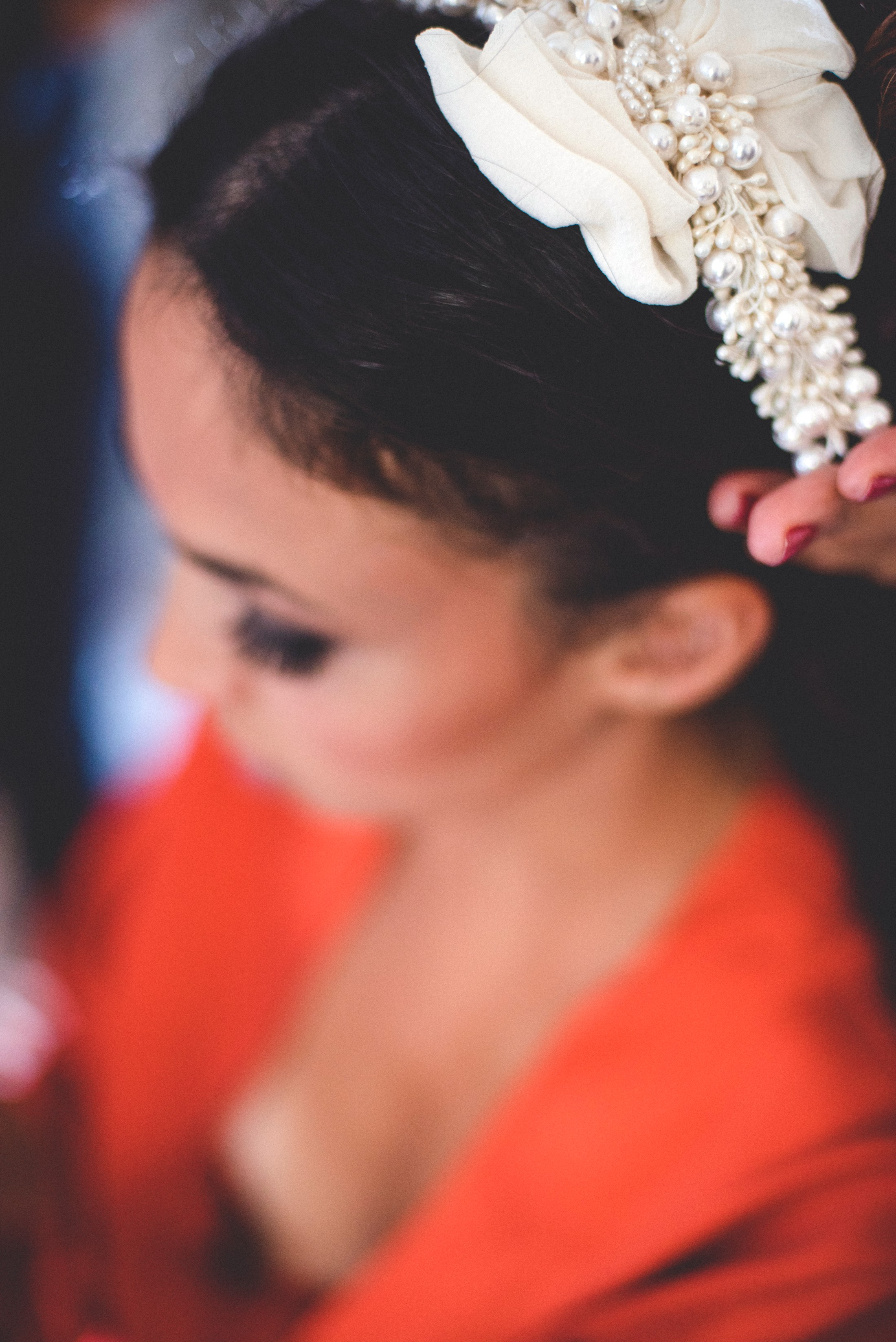 detail of the wedding hair decoration