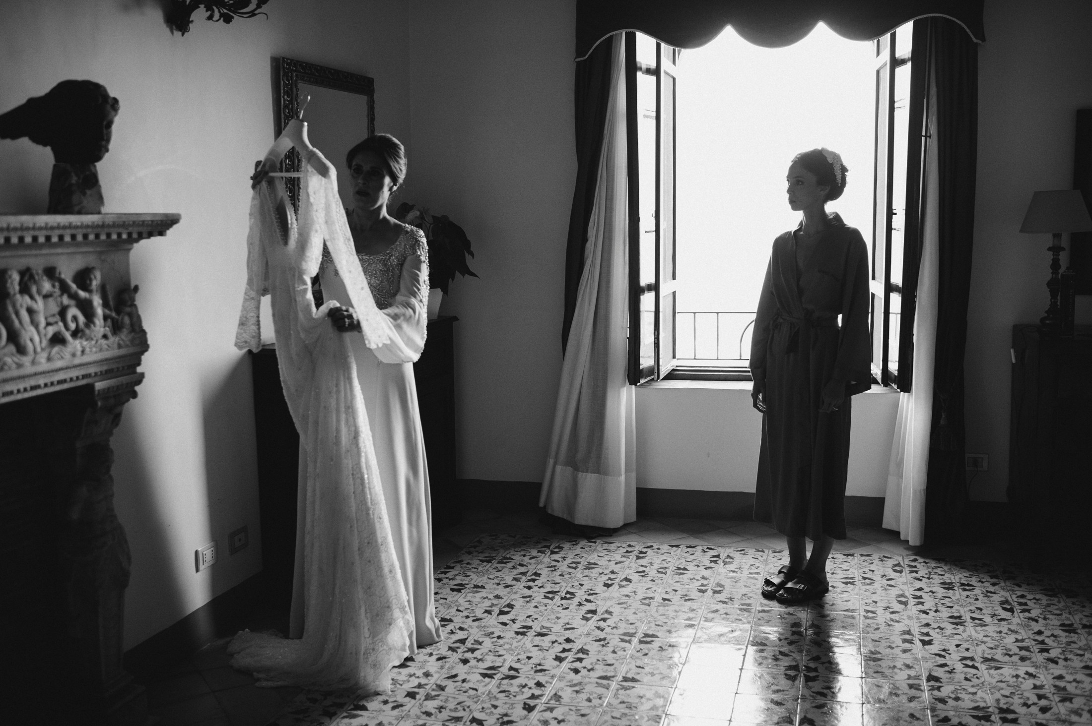 the mother gives the wedding dress to the bride