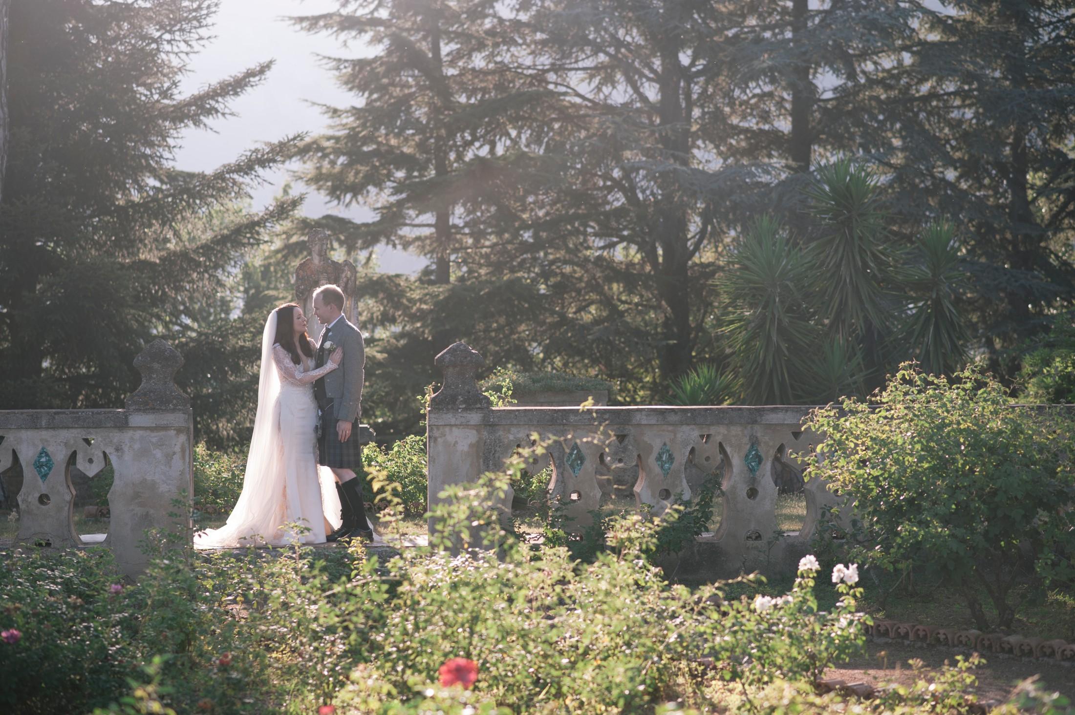 bride and groom's portrait at villa cimbrone ravello