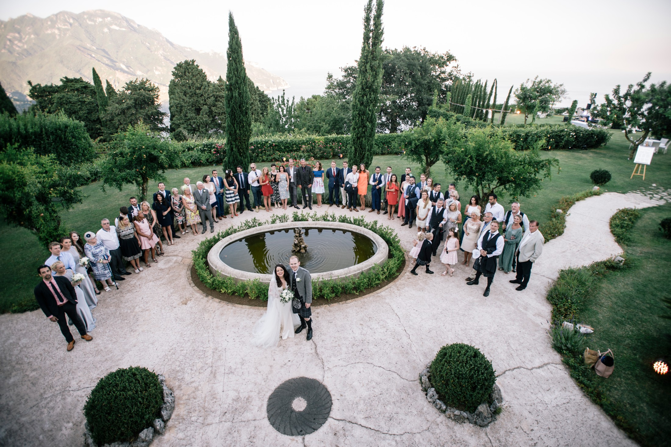 big family group with the bride and the groom from high villa cimbrone ravello