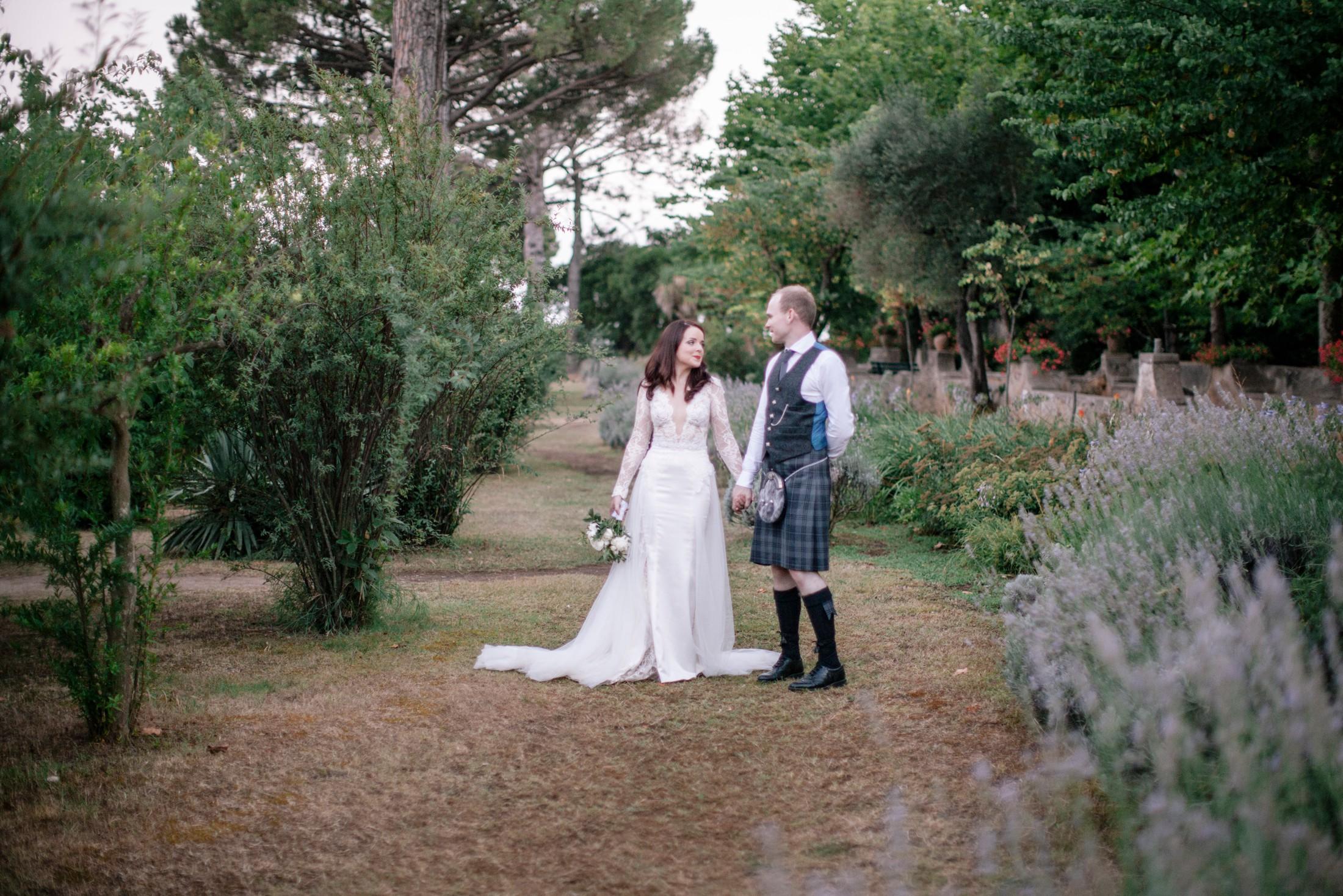 bride and groom's portrait in the garden of villa cimbrone ravello