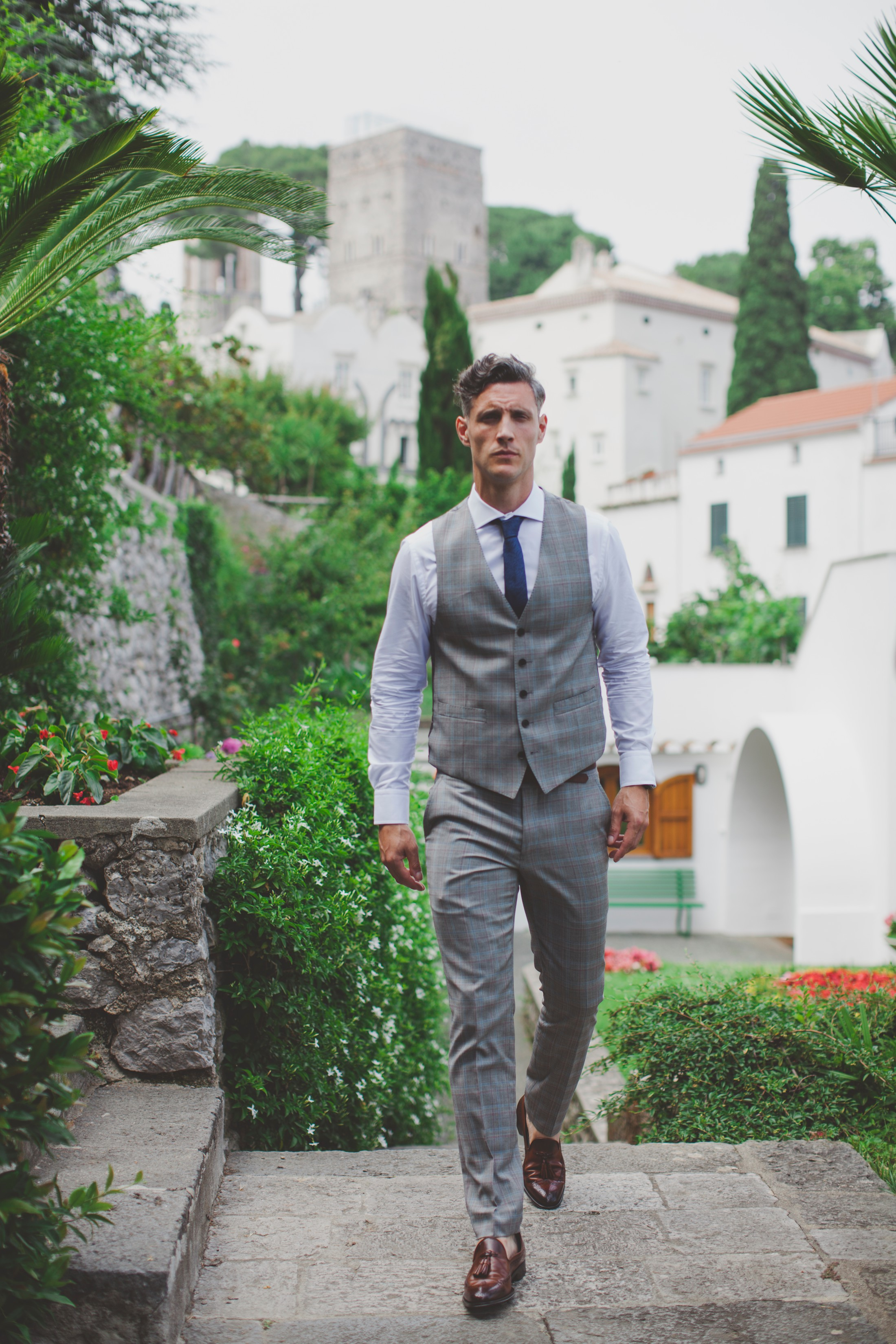 groom walking in Ravello