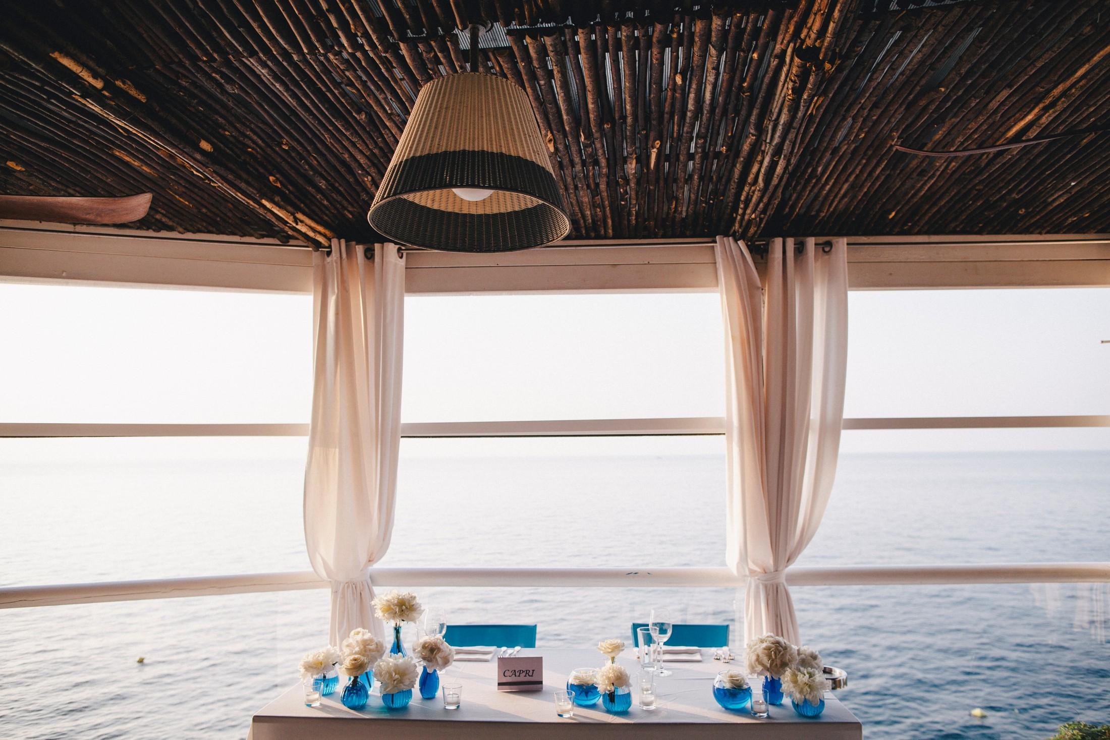 bride and groom's wedding table at il riccio restaurant in capri