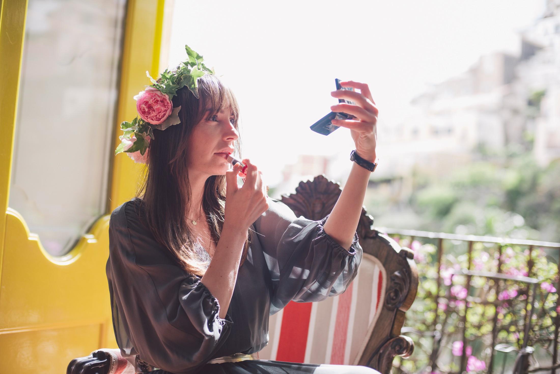 bridesmaid with her lipstick positano wedding