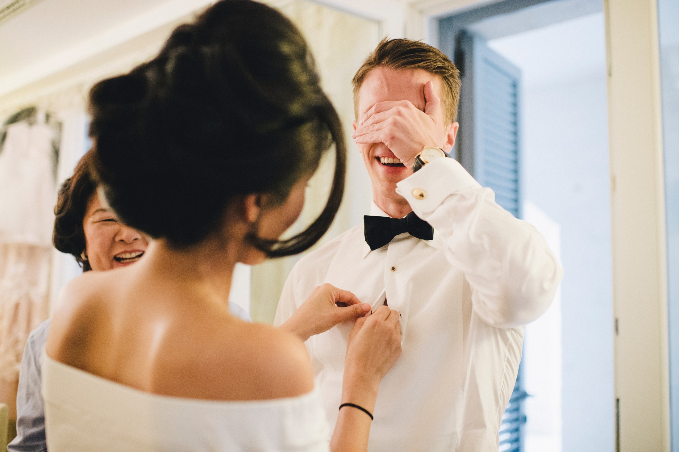 the groom's cover his eyes in order to not see the bride