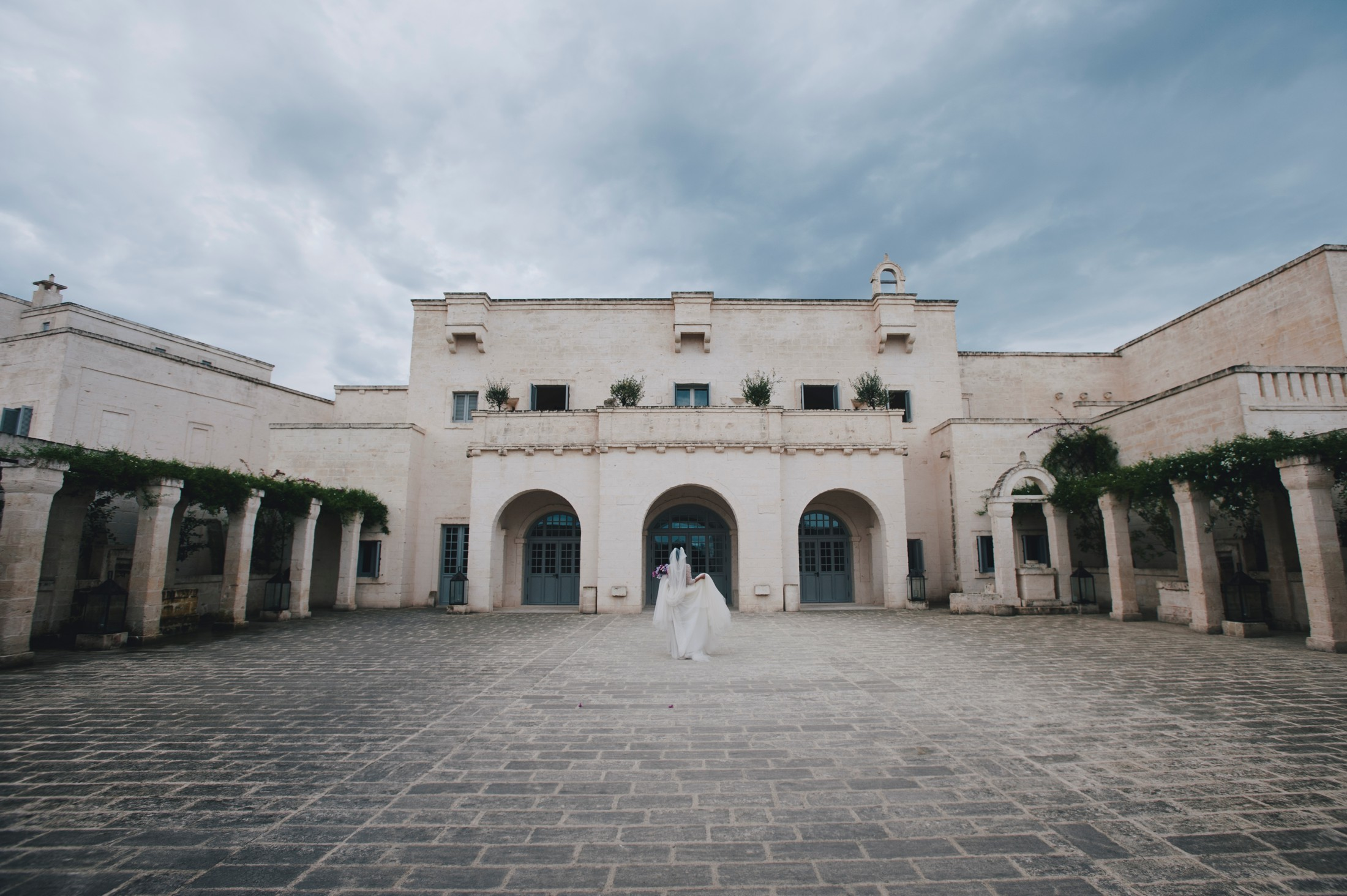 bride's portrait at borgo egnazia, apulia