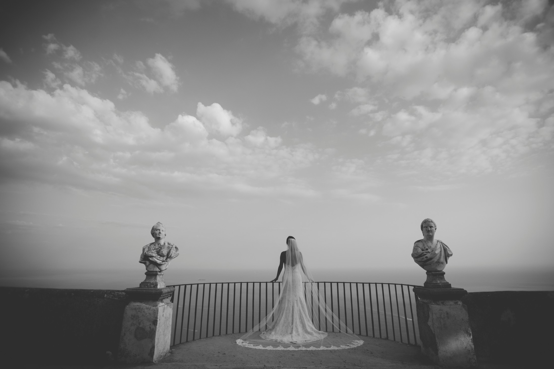 bride on the infinity terrace at villa cimbrone ravello black and white